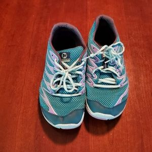 Merrell ladies running shoes are size 8